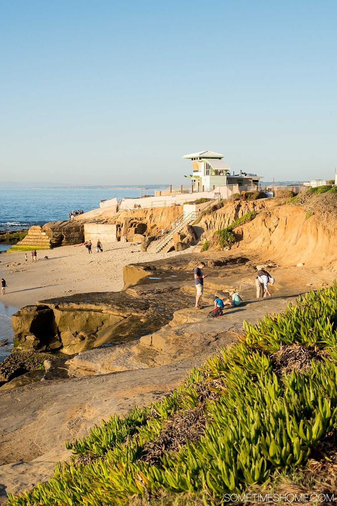Thing to do in San Diego, California including vacation options on a low budget. Top travel include Balboa Park, the SD zoo, Gaslamp District downtown, La Jolla Cove, food options, Del Mar beach, and more great attractions in this beautiful Instagram-worthy area. Click through for the complete details and dreamy pictures! #SanDiego #California #SanDiegoLowBudget #SometimesHome #SanDiegoCA #SanDiegoCalifornia