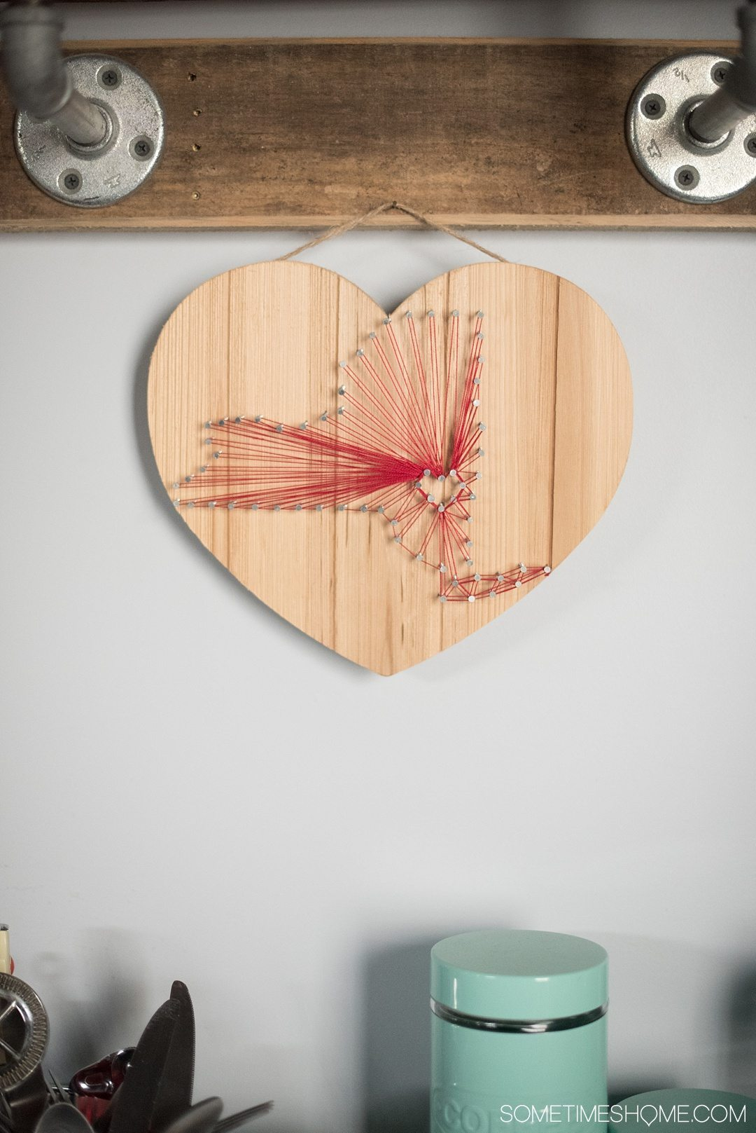 Your Complete Guide to Saugerties, New York on Sometimes Home travel blog. Photo of a heart with strings to form NY state in the Air BnB.