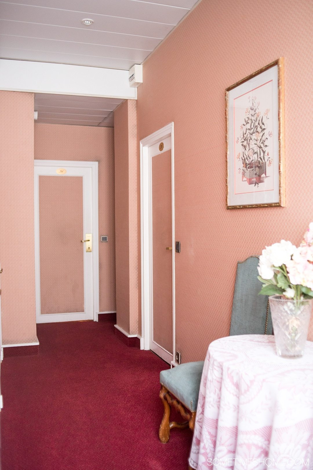 Paris hotel suite accommodation with very affordable rooms in the historic Le Marais district. Click through to the article for a complete review!