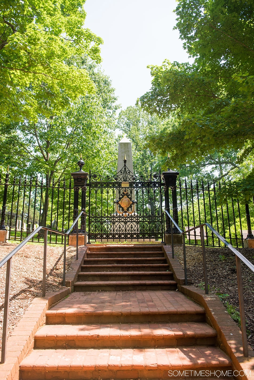 Looking for ideas for things to do in Charlottesville, Virginia? From Thomas Jefferson's Monticello, to Michie Tavern house and restaurant with an additional stop at James Monroe's home we have a complete review of the Neighborhood Pass for this beautiful destination near the Blue Ridge Mountains. Did you know you can see the presidents grave at Monticello too? Click through for more photographs and information! #CharlottesvilleVA #CharlottesvilleVirginia #RatherbeinCville #ThomasJefferson #Monticello #eastcoast #roadtrips