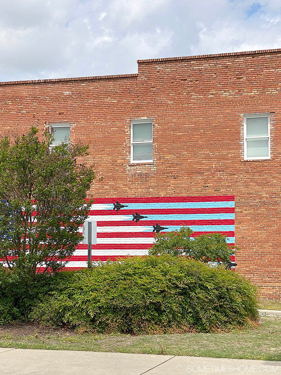 American flag and jet planes mural in Goldsboro, NC