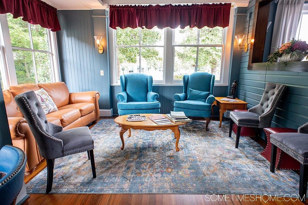 The living room area of The Magnolia Inn B&B in Pinehurst, NC.